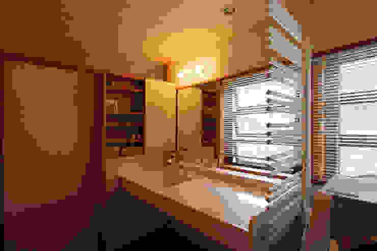 洗面脱衣室: 藤松建築設計室が手掛けたスカンジナビアです。,北欧