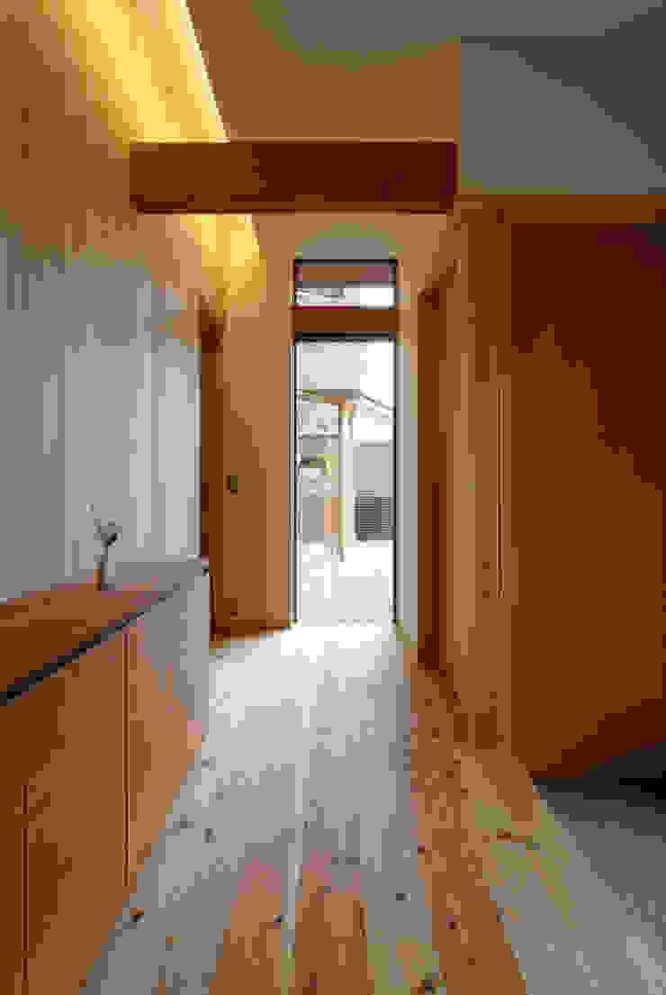 玄関ホール: 藤松建築設計室が手掛けたスカンジナビアです。,北欧