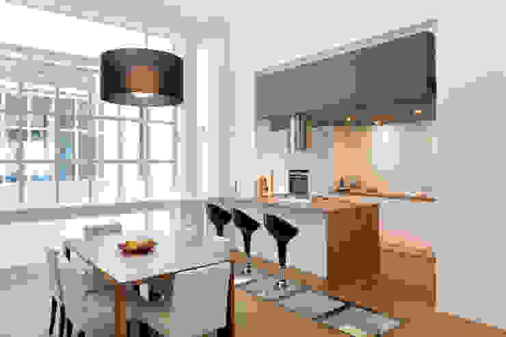 ensemble salle à manger et cuisine assortis Cuisine moderne par BE-DESIGNER Moderne