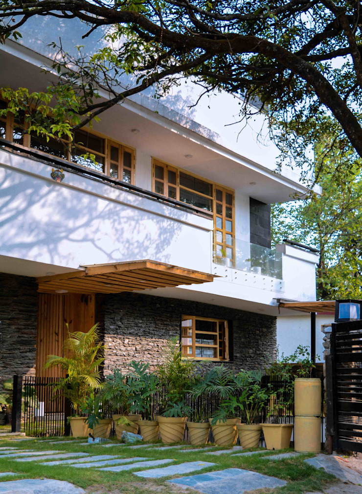 Manuj Agarwal Architects Residence cum Studio, Dehradun Country style houses by Manuj Agarwal Architects Country