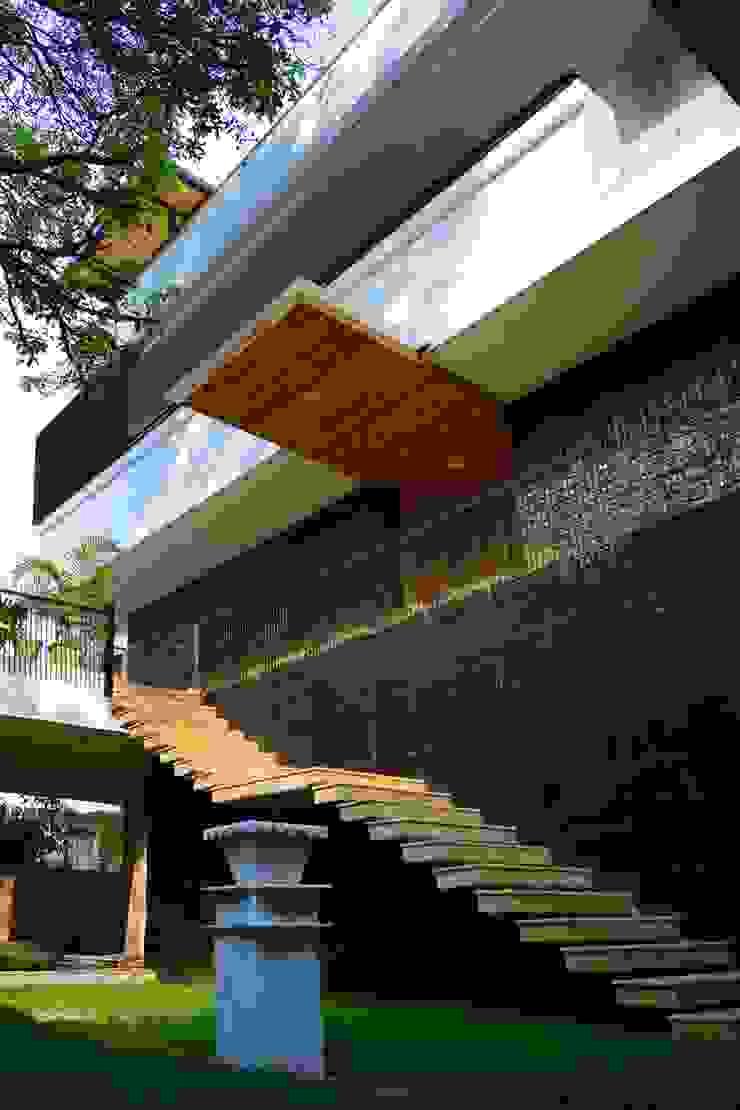 Manuj Agarwal Architects Residence cum Studio, Dehradun Country style balcony, veranda & terrace by Manuj Agarwal Architects Country