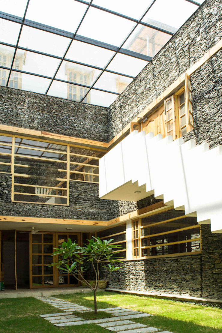 Manuj Agarwal Architects Residence cum Studio, Dehradun Country style garden by Manuj Agarwal Architects Country