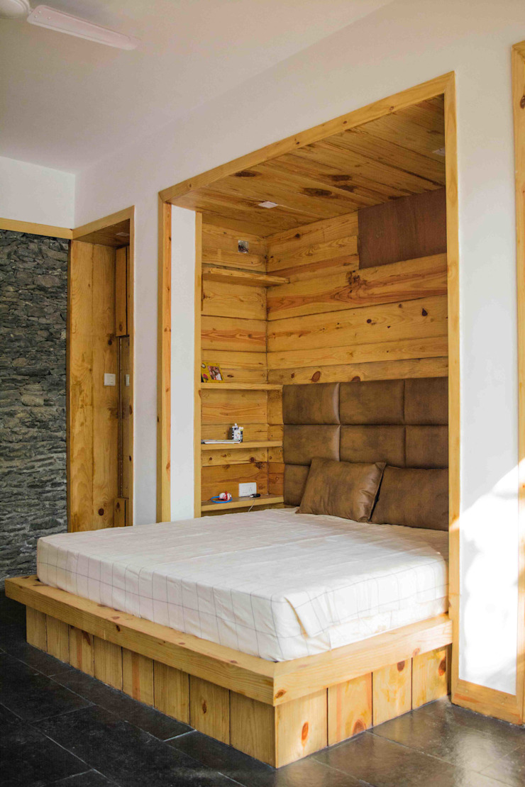 Manuj Agarwal Architects Residence cum Studio, Dehradun Country style bedroom by Manuj Agarwal Architects Country