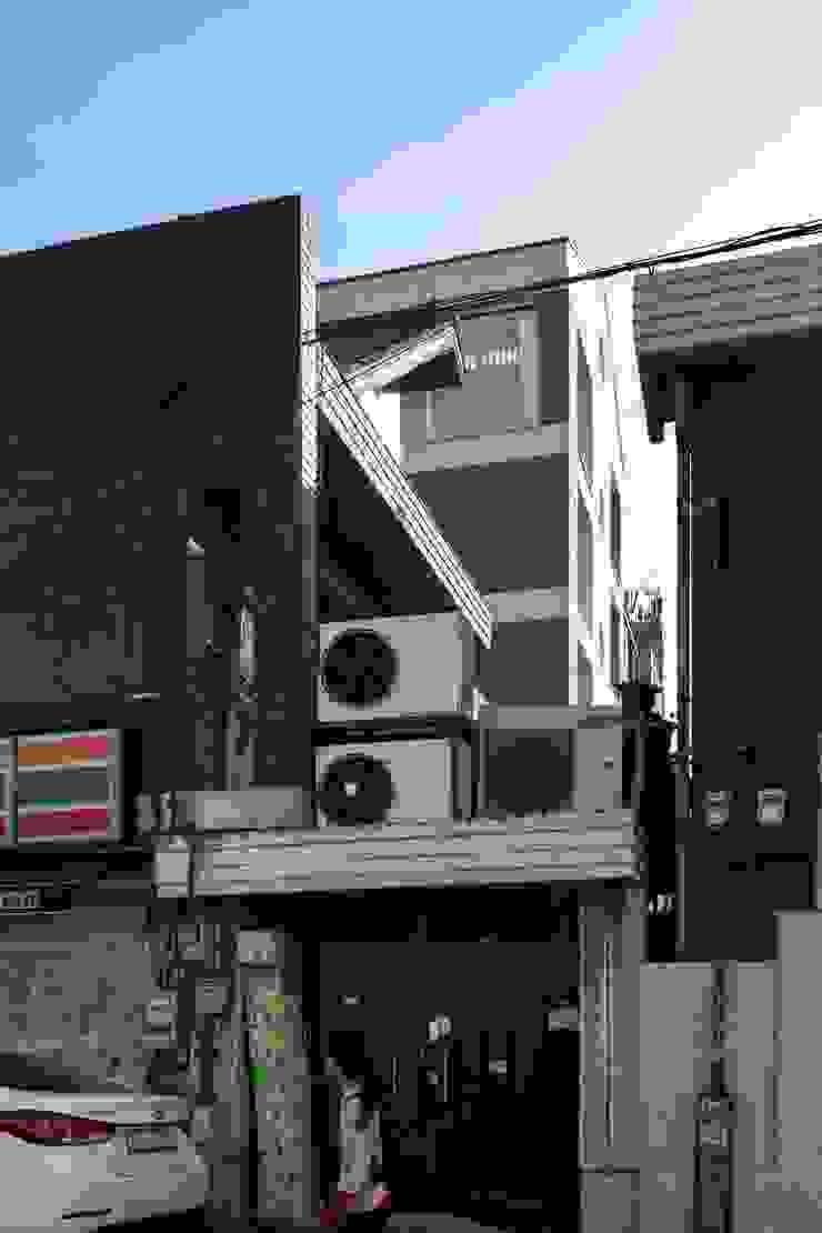 망원동 쌓은집 모던스타일 주택 by 에이오에이 아키텍츠 건축사사무소 (aoa architects) 모던 벽돌