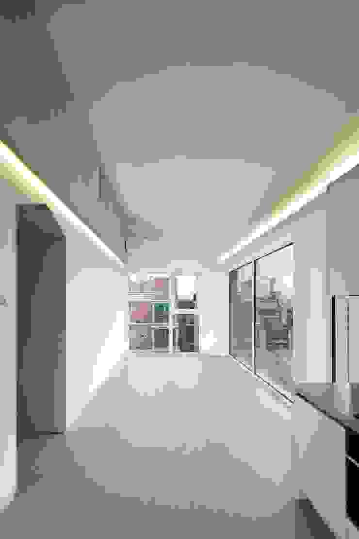 망원동 쌓은집 모던스타일 거실 by 에이오에이 아키텍츠 건축사사무소 (aoa architects) 모던