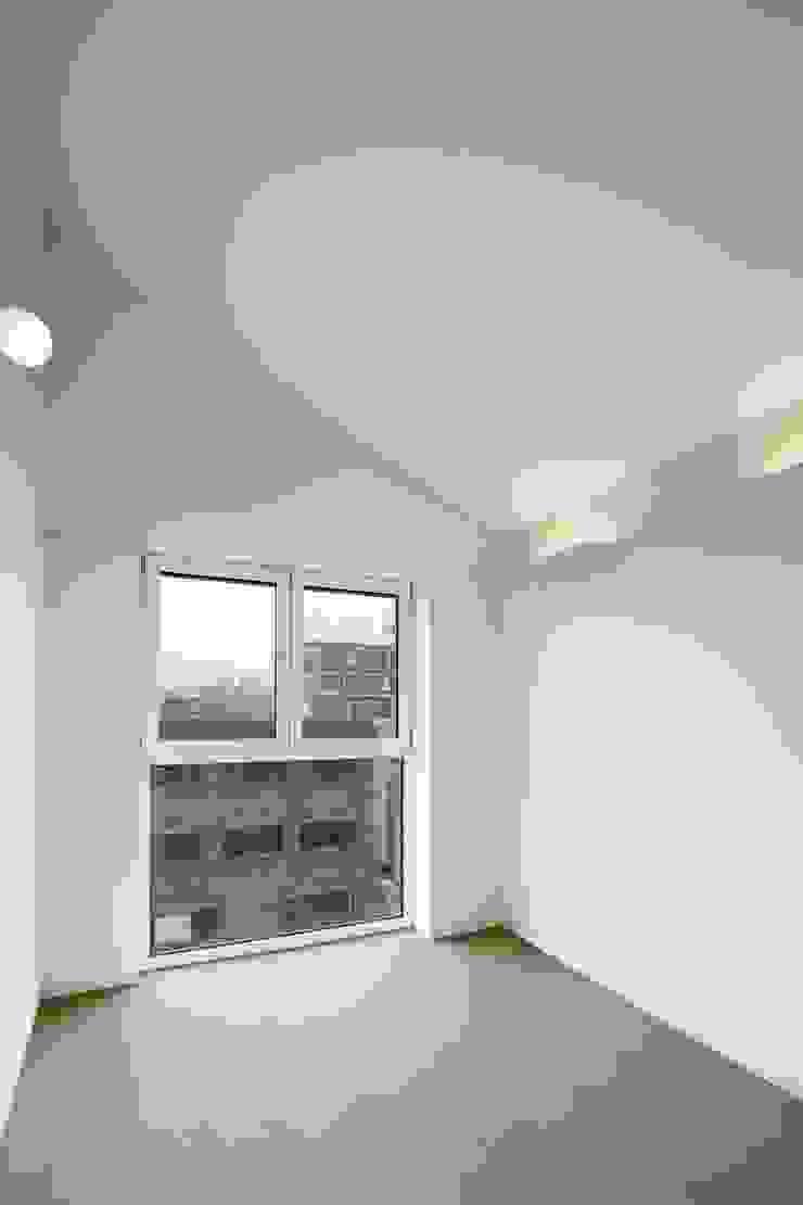 망원동 쌓은집 모던스타일 침실 by 에이오에이 아키텍츠 건축사사무소 (aoa architects) 모던