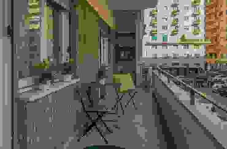 Home Staging a Ponte Milvio Balcone, Veranda & Terrazza in stile classico di Flavia Case Felici Classico
