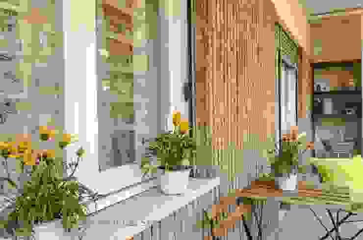 Flavia Case Felici Classic style balcony, veranda & terrace