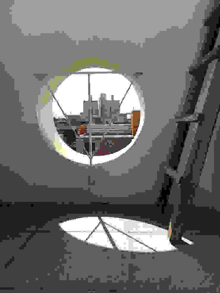 망원동 쌓은집 러스틱스타일 발코니, 베란다 & 테라스 by 에이오에이 아키텍츠 건축사사무소 (aoa architects) 러스틱 (Rustic)