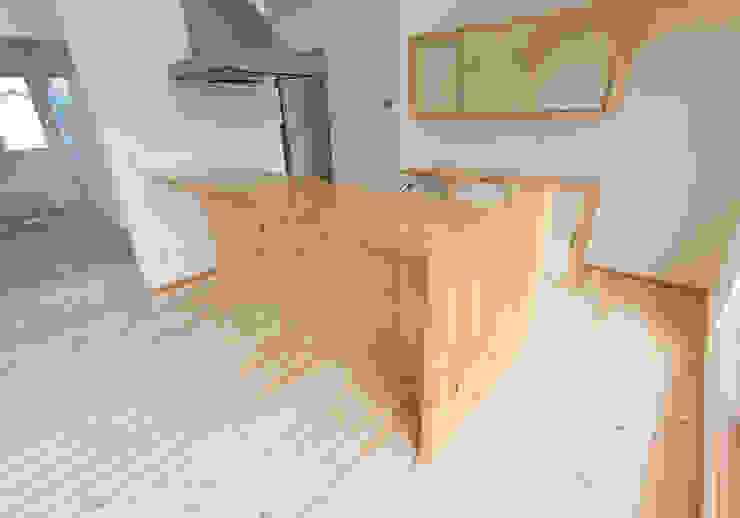 Cozinhas campestres por 中村建築研究室 エヌラボ(n-lab) Campestre Madeira Acabamento em madeira