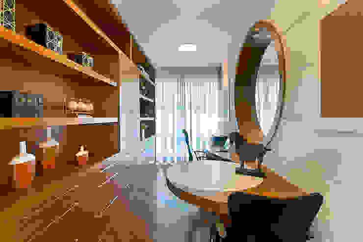 Estudios y oficinas de estilo  por Arquiteto Aquiles Nícolas Kílaris, Moderno Madera Acabado en madera