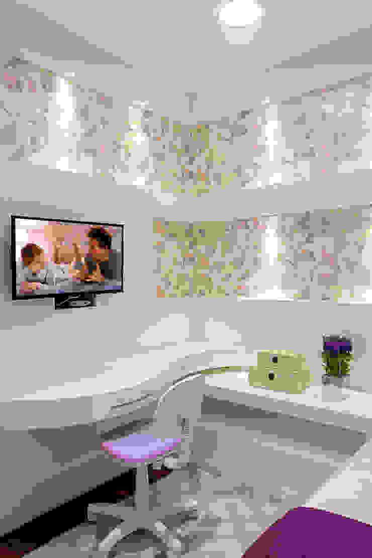Chambre d'enfant moderne par Arquiteto Aquiles Nícolas Kílaris Moderne