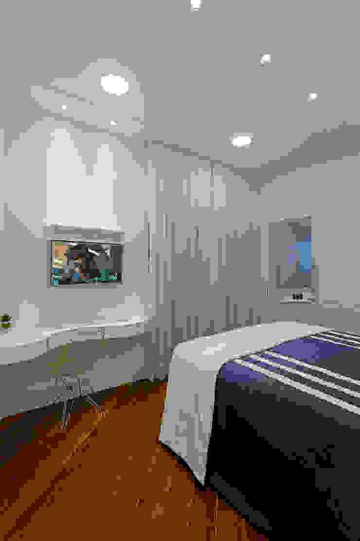 Chambre moderne par Arquiteto Aquiles Nícolas Kílaris Moderne