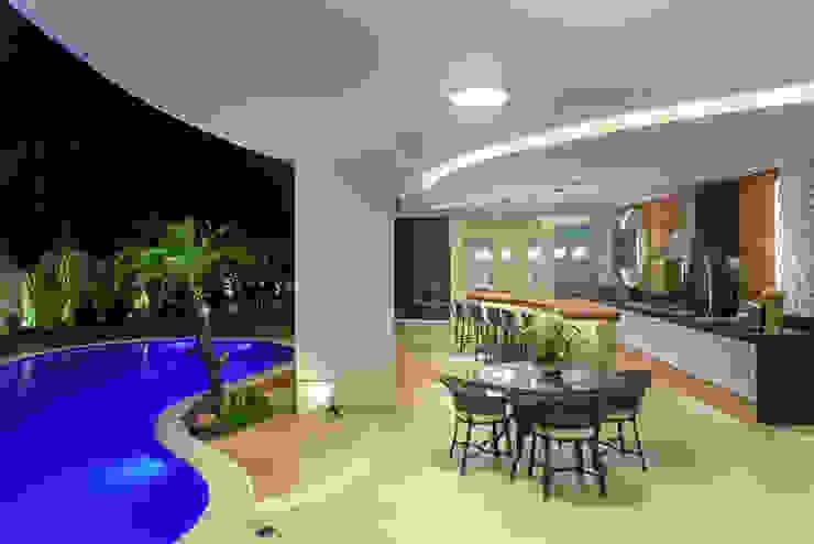 Balcon, Veranda & Terrasse modernes par Arquiteto Aquiles Nícolas Kílaris Moderne