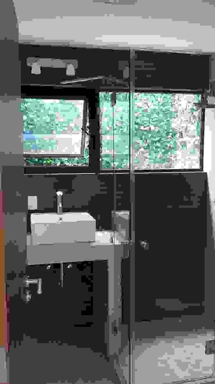 CASA NOGAL Baños modernos de bandella arquitectura Moderno