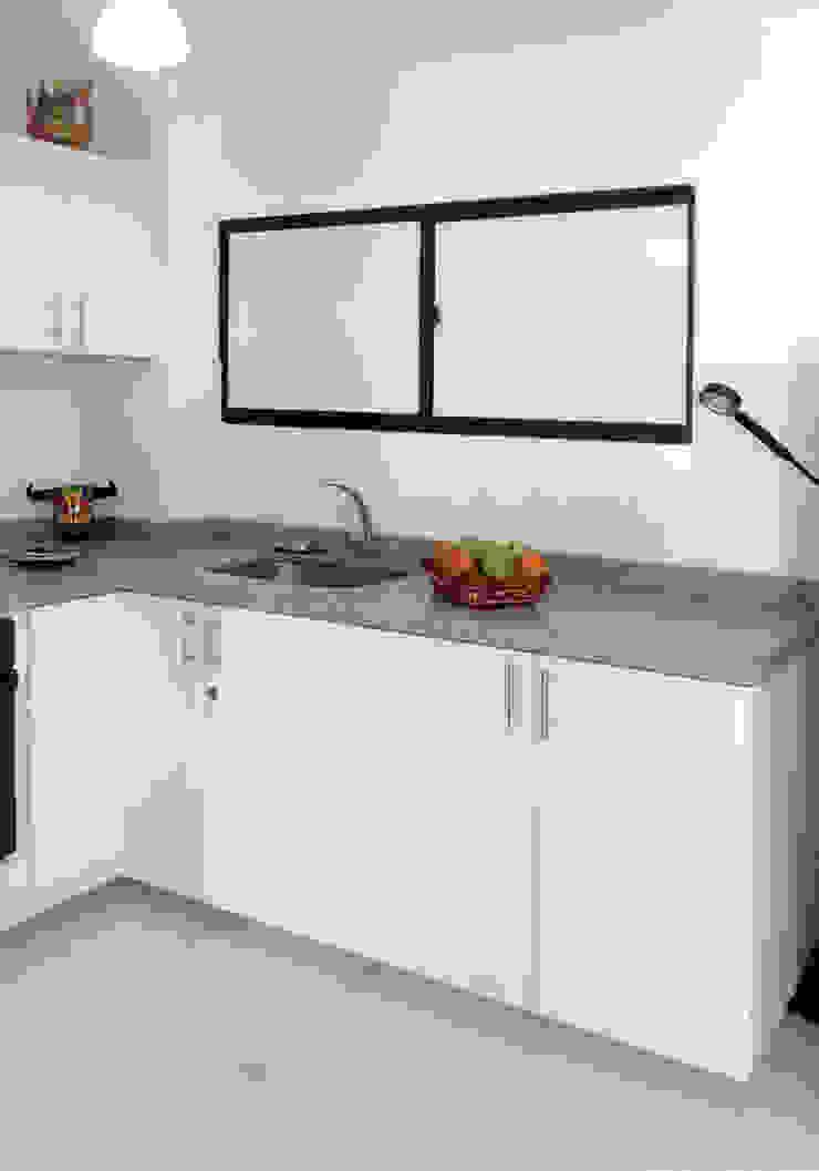 Área de lavado y despensa Cocinas modernas de Remodelar Proyectos Integrales Moderno Tablero DM