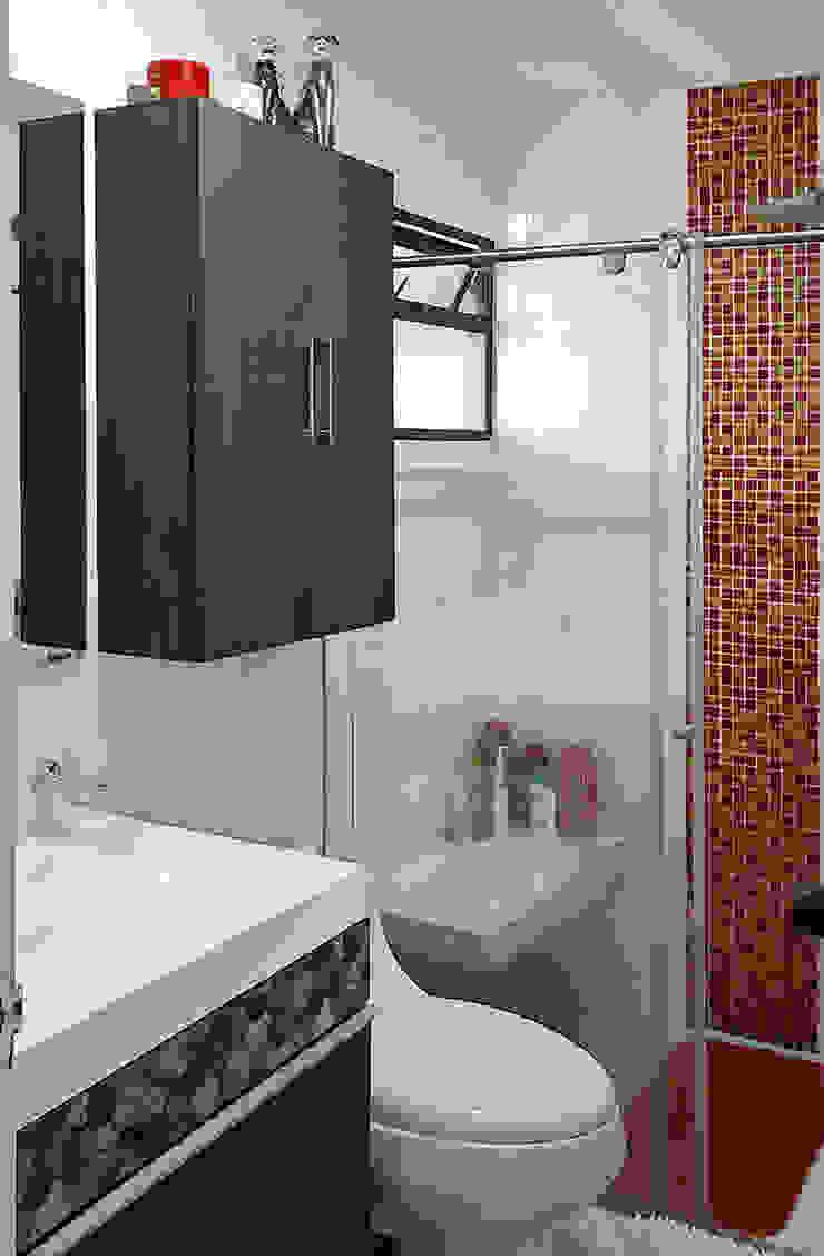 Baño con toque de color Baños de estilo moderno de Remodelar Proyectos Integrales Moderno Cerámico