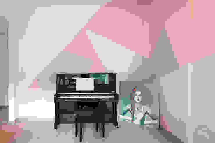 Salas de estilo moderno de moovdesign Moderno