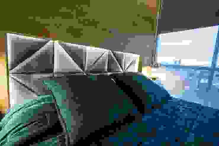 Camera da letto in stile  di HO arquitectura de interiores,
