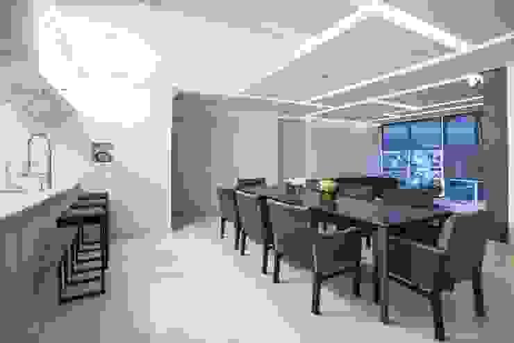 DEPARTAMENTO EN PARQUES POLANCO, CDMX Comedores modernos de HO arquitectura de interiores Moderno