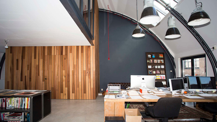 Loft in fabriekspand Industriële studeerkamer van Tijmen Bos Architecten Industrieel Hout Hout