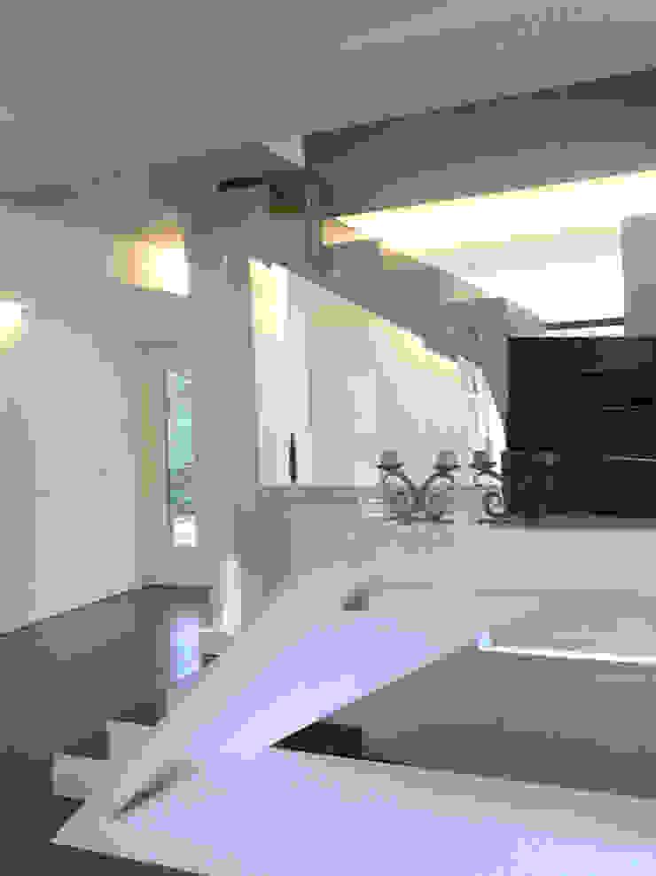 Salas de estar modernas por SERENA ROMANO' ARCHITETTO Moderno