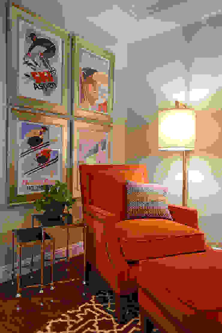 Sitting corner Mel McDaniel Design Classic style living room