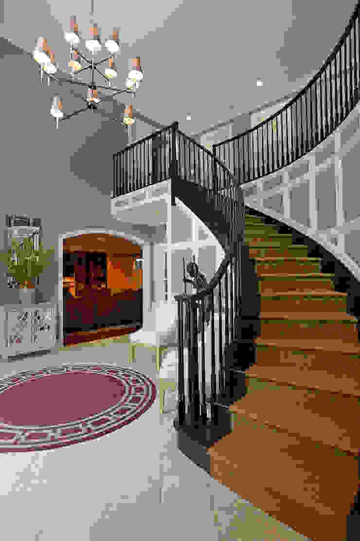 Mel McDaniel Design Classic corridor, hallway & stairs