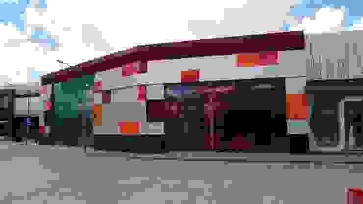 Outlet San Martín. Casas modernas de Studio Glass Moderno Aluminio/Cinc