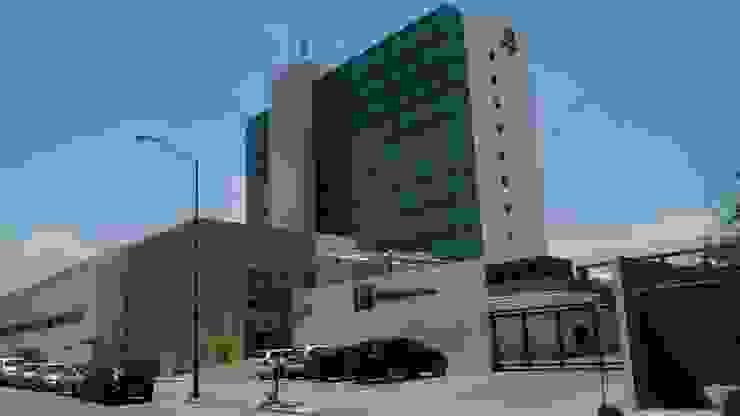 Hotel Holiday Inn León Gto. Casas modernas de Studio Glass Moderno Aluminio/Cinc