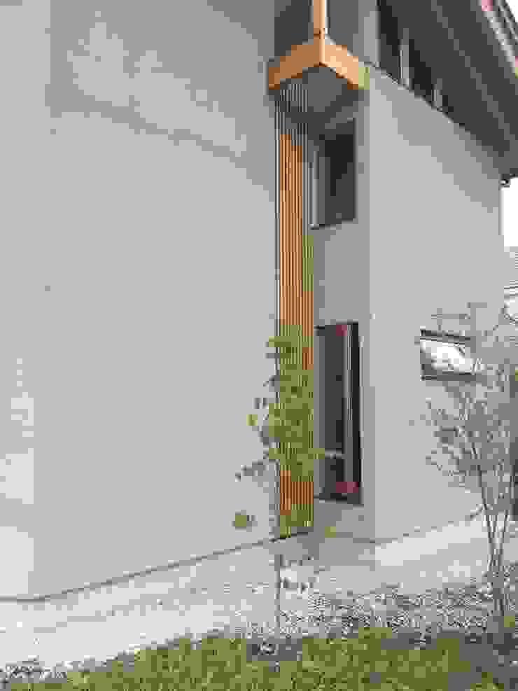 Puertas y ventanas modernas de 株式会社山崎屋木工製作所 Curationer事業部 Moderno Madera Acabado en madera