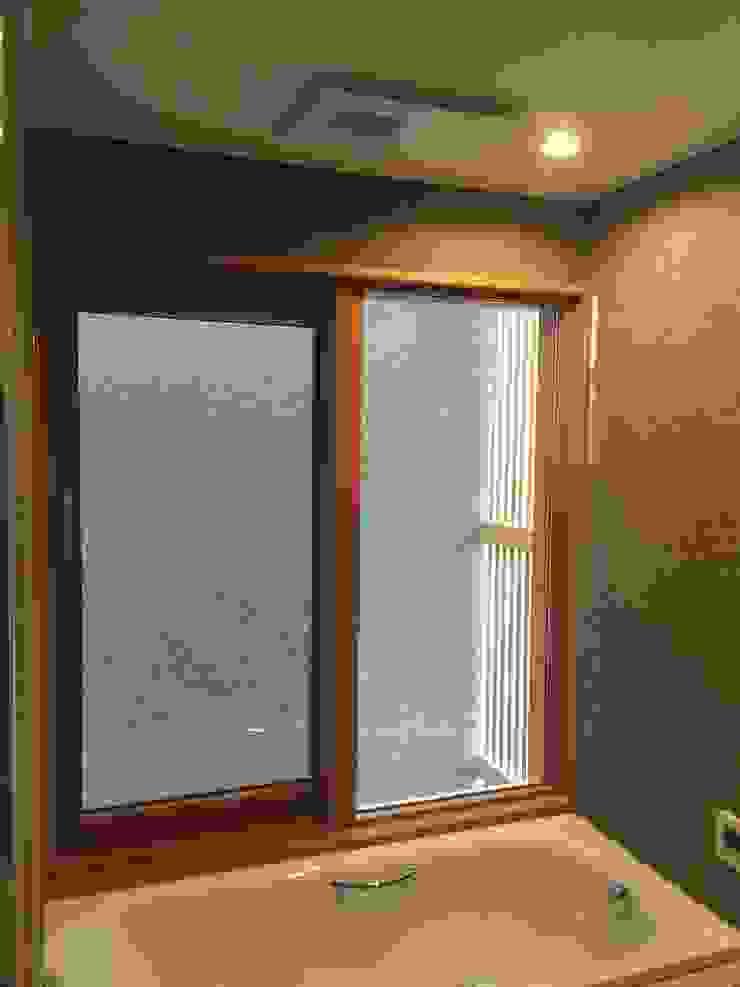 株式会社山崎屋木工製作所 Curationer事業部 Modern windows & doors Wood Wood effect