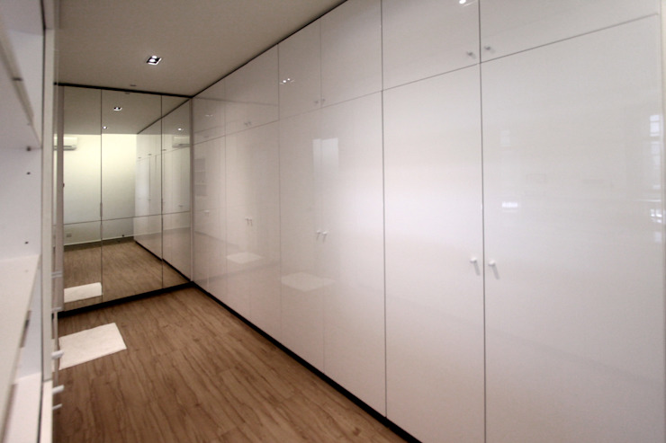 The Sanderson Home inDfinity Design (M) SDN BHD Modern style dressing rooms