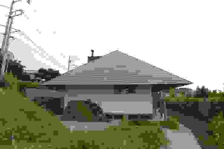 โดย 建築設計事務所 山田屋 ผสมผสาน ไม้จริง Multicolored