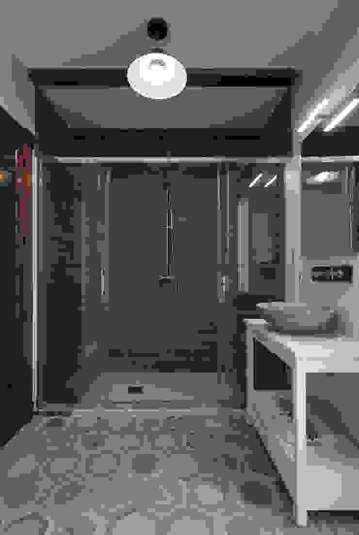 House on vineyards Rustic style bathroom by Raul Garcia Studio Rustic