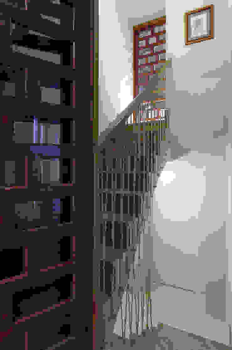 House on vineyards Rustic style corridor, hallway & stairs by Raul Garcia Studio Rustic