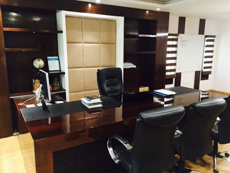 Office interiors Modern offices & stores by Akaar architects Modern