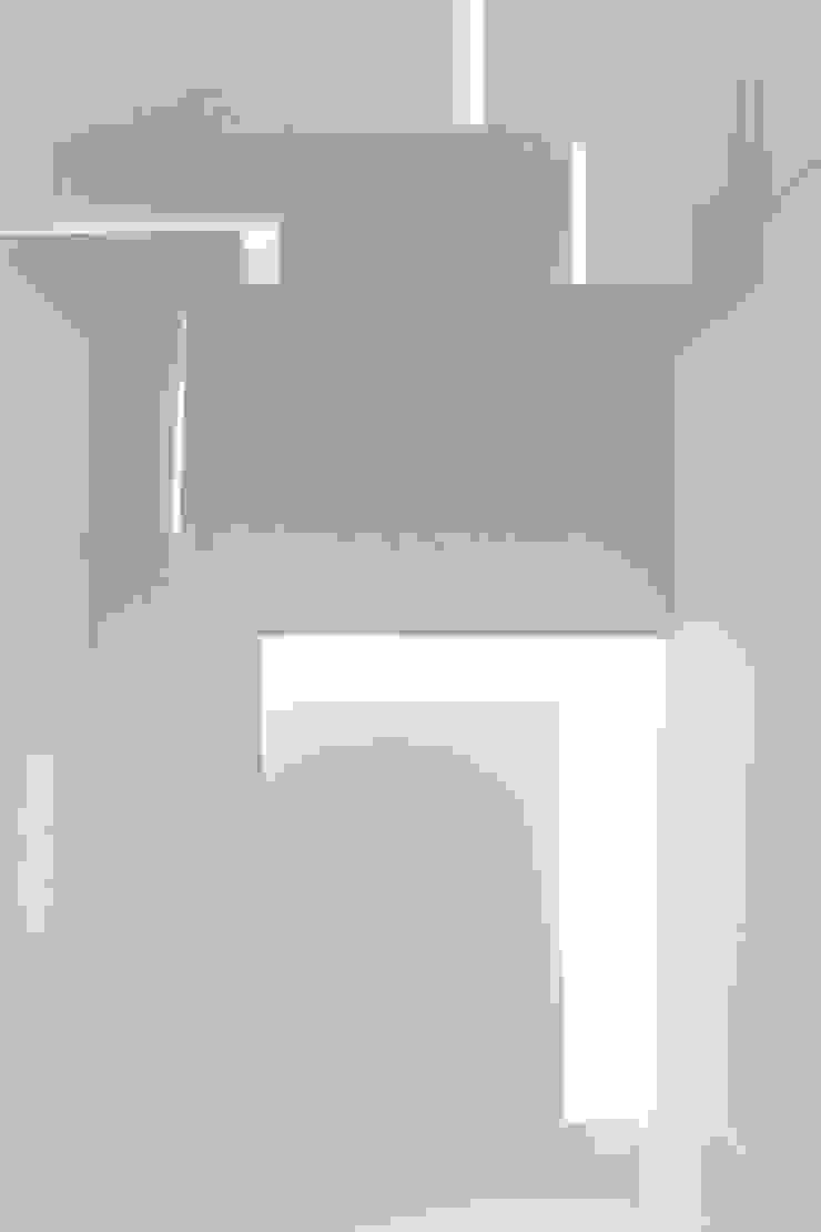 Modern corridor, hallway & stairs by PAZdesign Modern