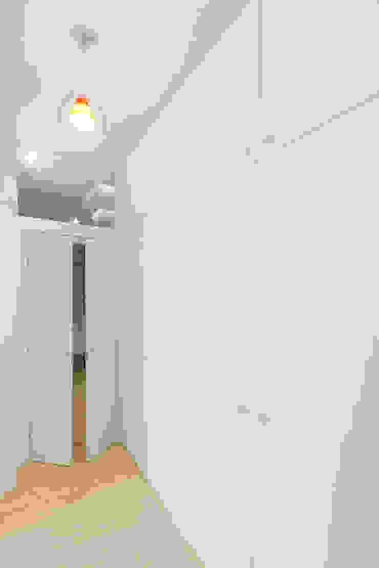 Modern corridor, hallway & stairs by PAZdesign Modern Wood Wood effect