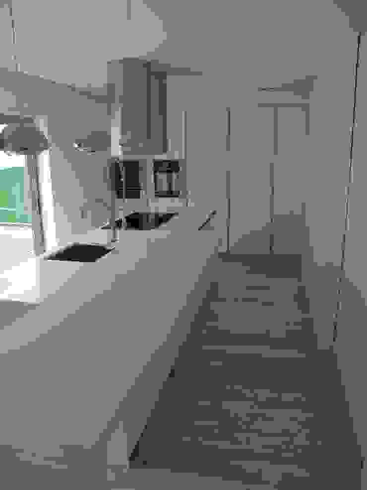 by Grupo Emme Cozinhas Modern