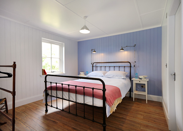 Two Bedroom Bespoke Wee House Country style bedroom by The Wee House Company Country