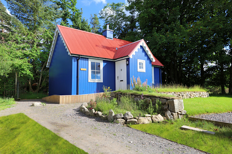 One Bedroom Bespoke Wee House Country style houses by The Wee House Company Country
