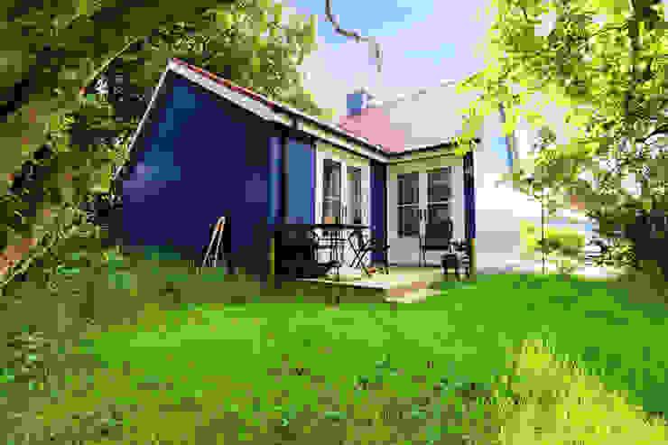 One Bedroom Bespoke Wee House Casas rurales de The Wee House Company Rural