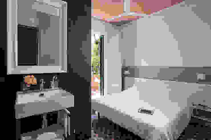Bedroom by 02_BASSO Arquitectos,