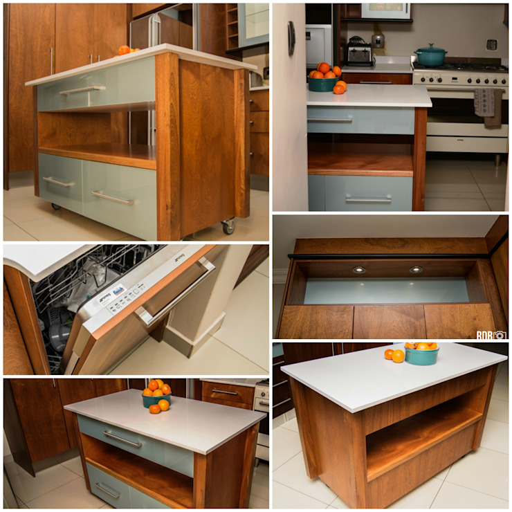 Dapur oleh Ergo Designer Kitchens and Cabinetry, Klasik Kayu Wood effect
