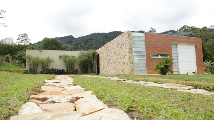 Modern Houses by COLECTIVO CREATIVO Modern Stone