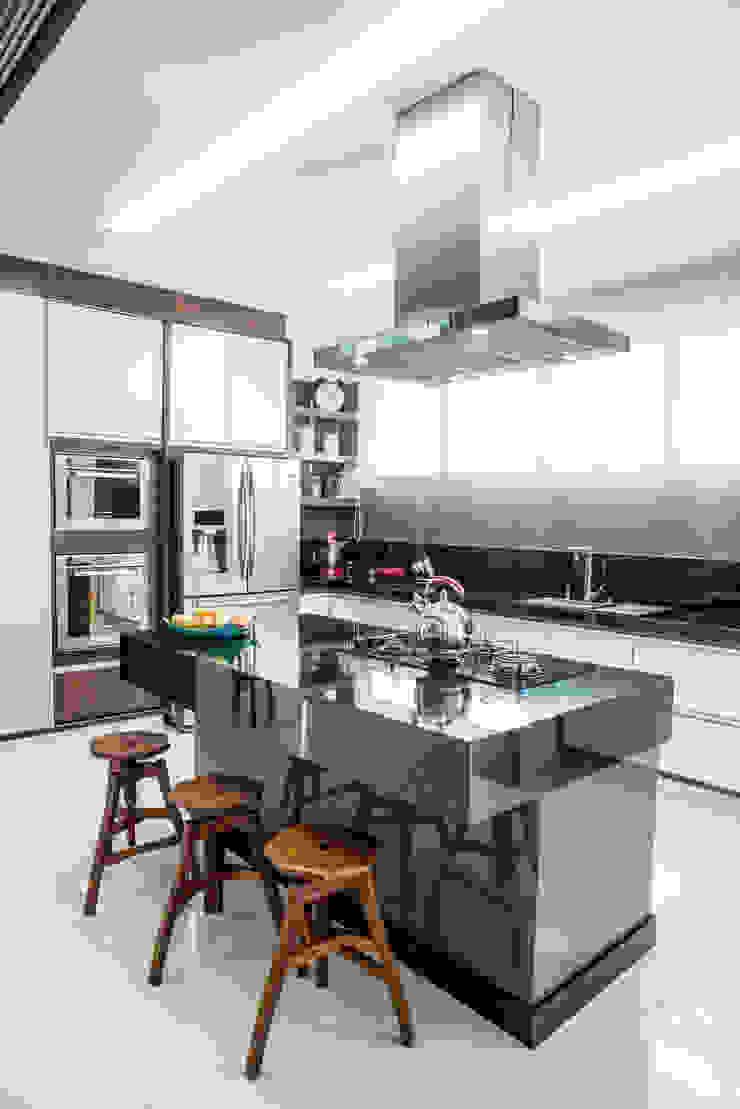 Camila Castilho - Arquitetura e Interiores Modern kitchen