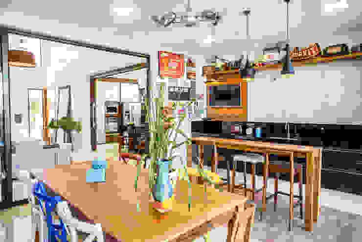 Camila Castilho - Arquitetura e Interiores Balkon, Beranda & Teras Modern