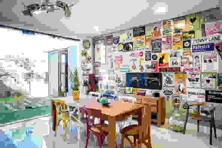 Terrace by Camila Castilho - Arquitetura e Interiores, Modern