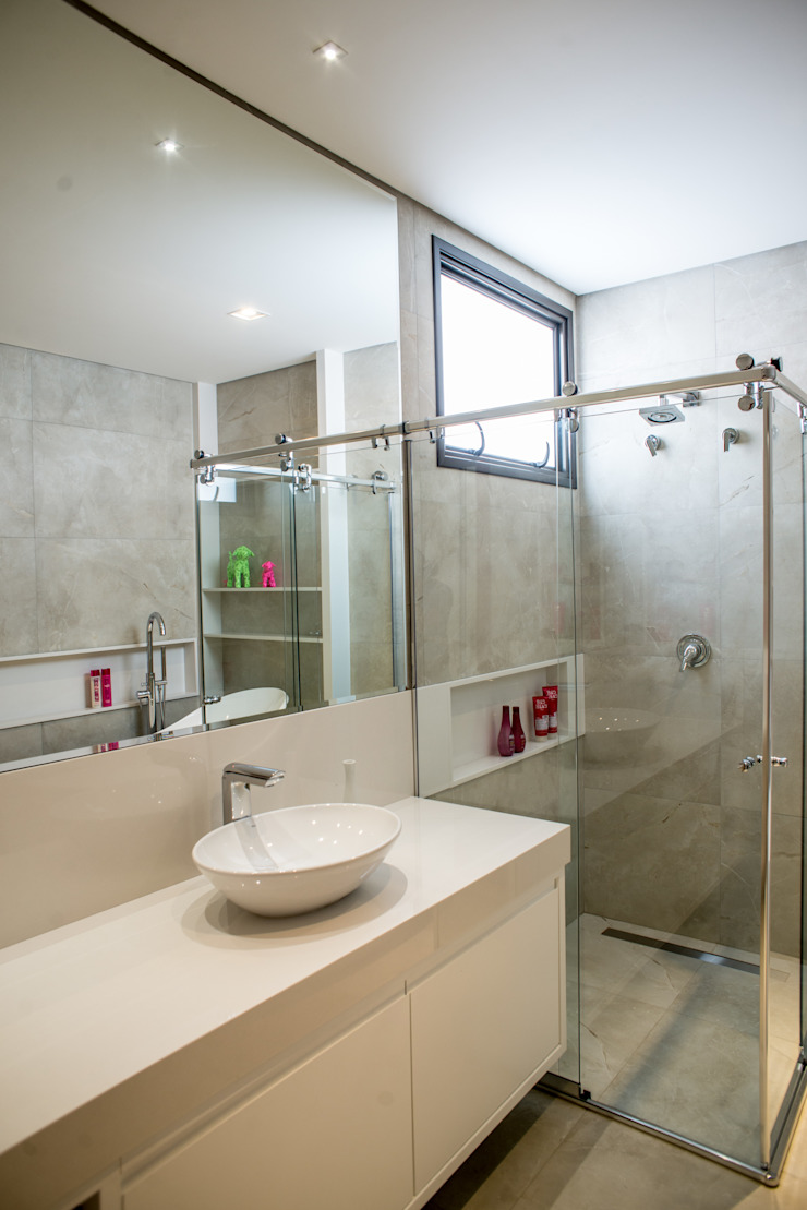Camila Castilho - Arquitetura e Interiores Modern bathroom